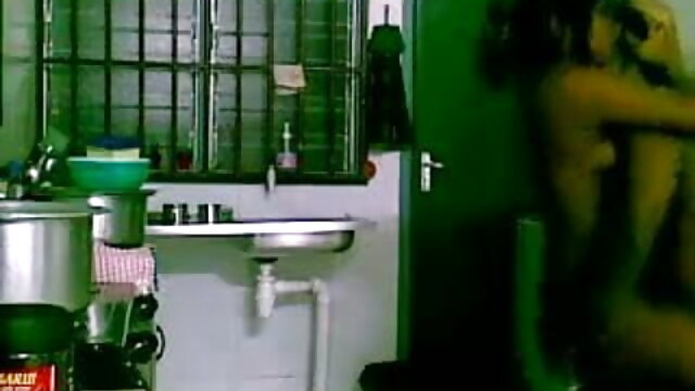 خوبصورت لڑکی سیڑھیوں فیلم سینمایی پورن استار پر مشت زنی
